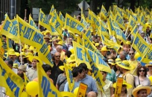 Thousands Demonstrate Outside the State Department, Calling For MEK Delisting